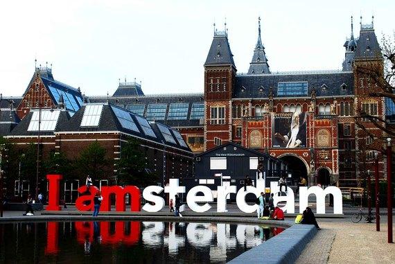 2016-09-12-1473694854-7876517-MgmtMilenaAmsterdam.jpg