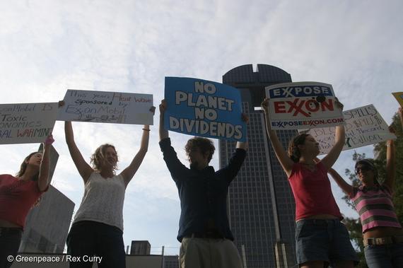2016-09-22-1474566697-8094670-exxon_protesters.jpg
