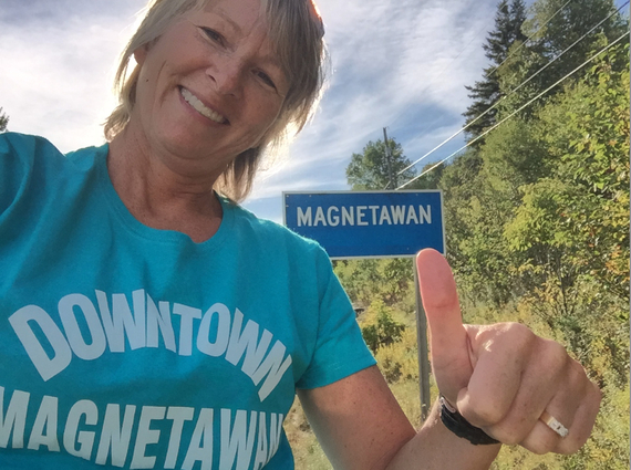 2016-09-24-1474676999-7581898-Downtown_Mag_shirt_sign.jpg