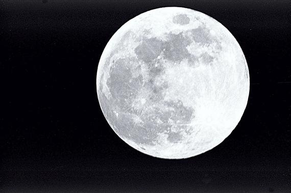 2016-09-24-1474732974-9245911-full_moon.jpg