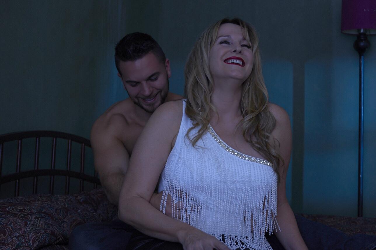 Y sexo novio ve esposa Esposo