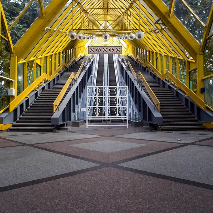 2016-09-28-1475026227-6487598-brooklynstreetartcopyrightderekbruno20160828_MOSCOW_PO2_escalator_1_web740.jpg