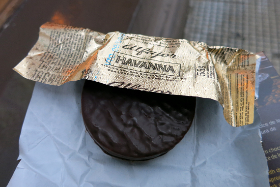 2016-10-09-1475989624-6118591-Alfajor_AuthenticFoodQuest.jpg