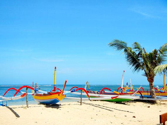 2016-10-10-1476102108-697697-Balinese_Jukung_Boat.JPG
