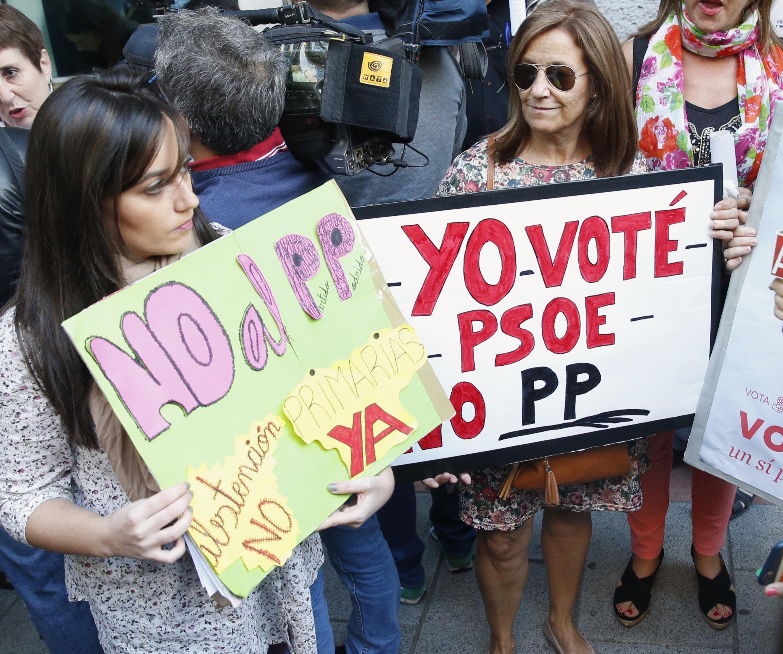 2016-10-10-1476115776-4032672-PSOESIMPATIZANTES.jpg