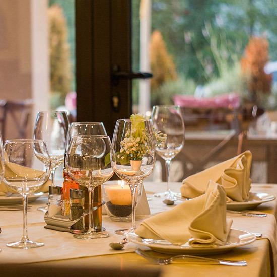 2016-10-17-1476706683-1229719-Restauranttable.jpg