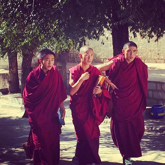 2016-10-23-1477233775-6267437-MonksJokhangMonastery.jpg