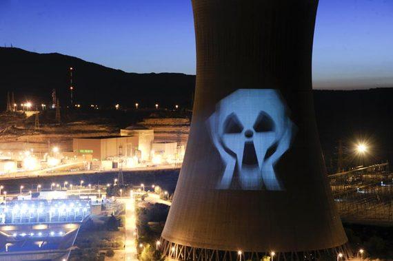2016-10-25-1477400093-1693048-nuclear.jpg