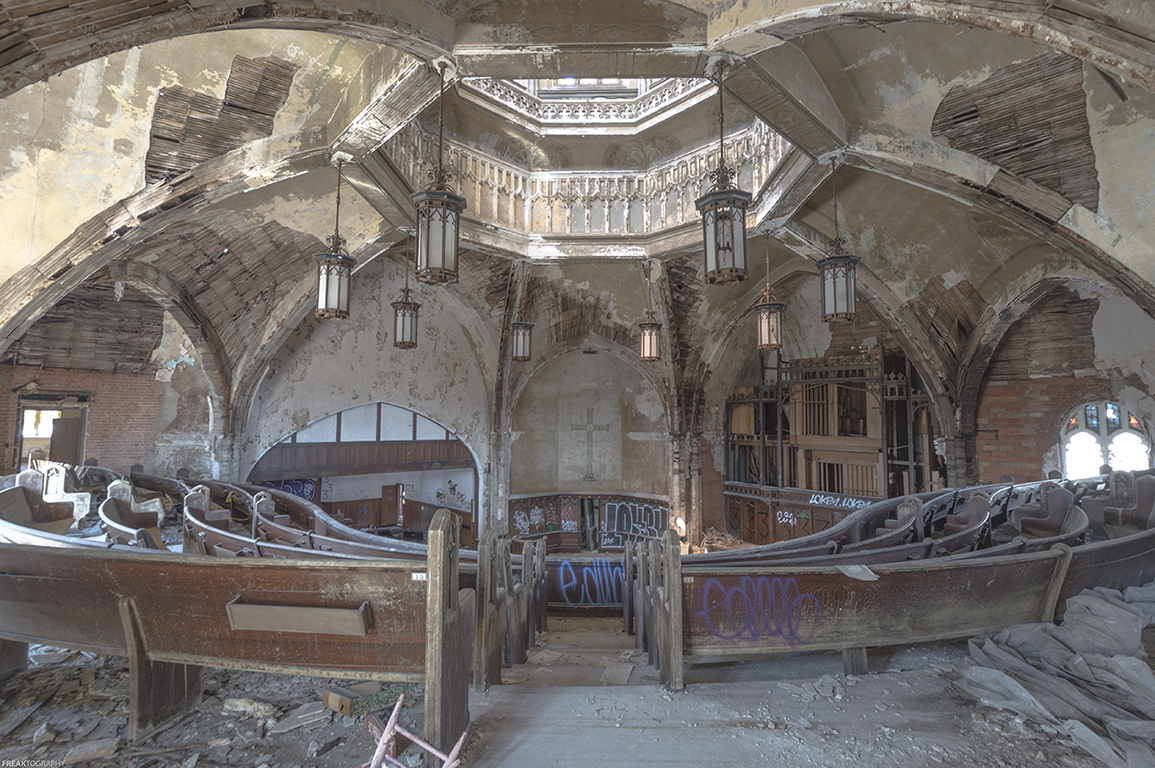 31 Hauntingly Beautiful Photos Of Abandoned Buildings
