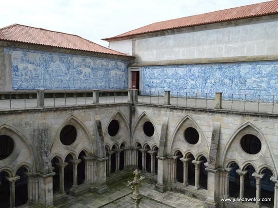 2016-11-02-1478090942-7979049-GothicarchesandazulejopanelsPortocathedral.jpg