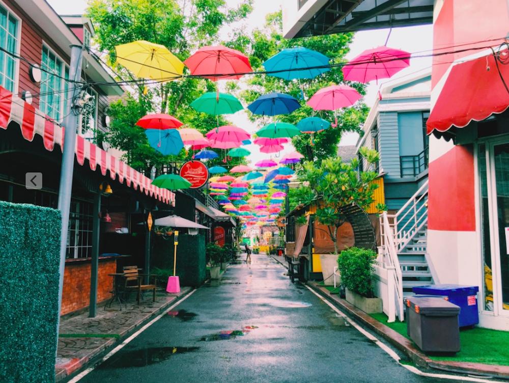 タイ・チェンマイのニマンヘミン通りの近くの小道