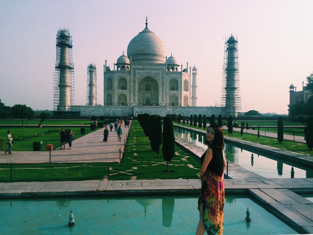 インド・アグラのタージ・マハルにて。夏は気温が50℃近くなるため、行くなら早朝がオススメ