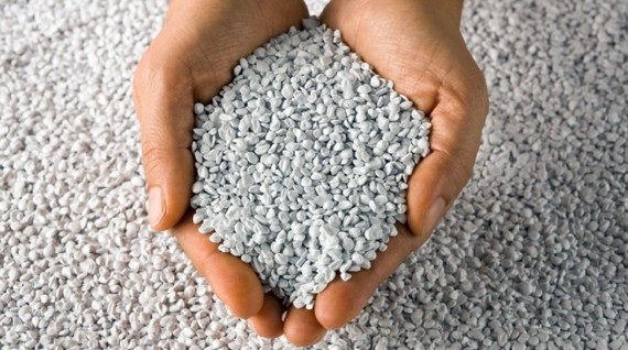 2016-11-08-1478564175-9405633-Plasgranplasticrecyclingpellets21680x380.jpg