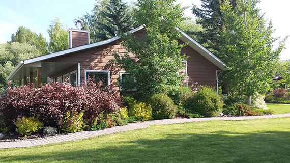 2016-11-08-1478629031-5828807-bunkhouse_exterior2.jpg