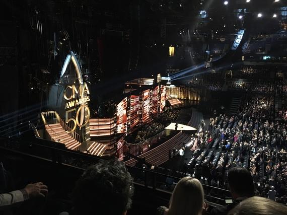 2016-11-11-1478879570-5303954-CMA_Awards2016_1.JPG