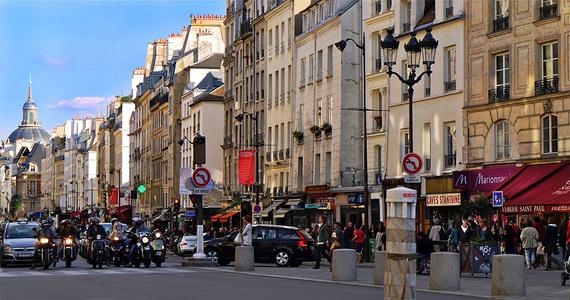 2016-11-11-1478881543-890710-la_rue_SaintAntoine_dans_le_quartier_du_Maraisparisfrance.jpg