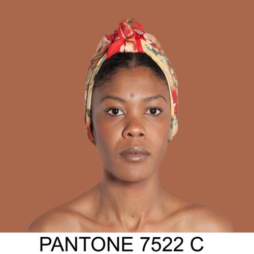 2016-11-17-1479402761-9317578-AngelicaDassPantone.jpg