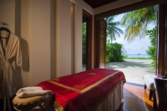 2016-11-22-1479828140-9304448-reethi_rah_maldives_spa_treatment_room_single.jpg