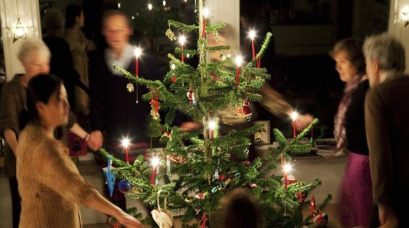 JUST REVEALED: Christmas Tree Candles Make Comeback -- Is This Cozy or What?!   HuffPost