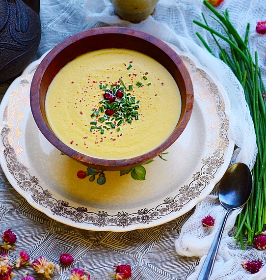 A Creamy Cauliflower Soup That's Dairy-Free, Vegan And Perfect For Thanksgiving