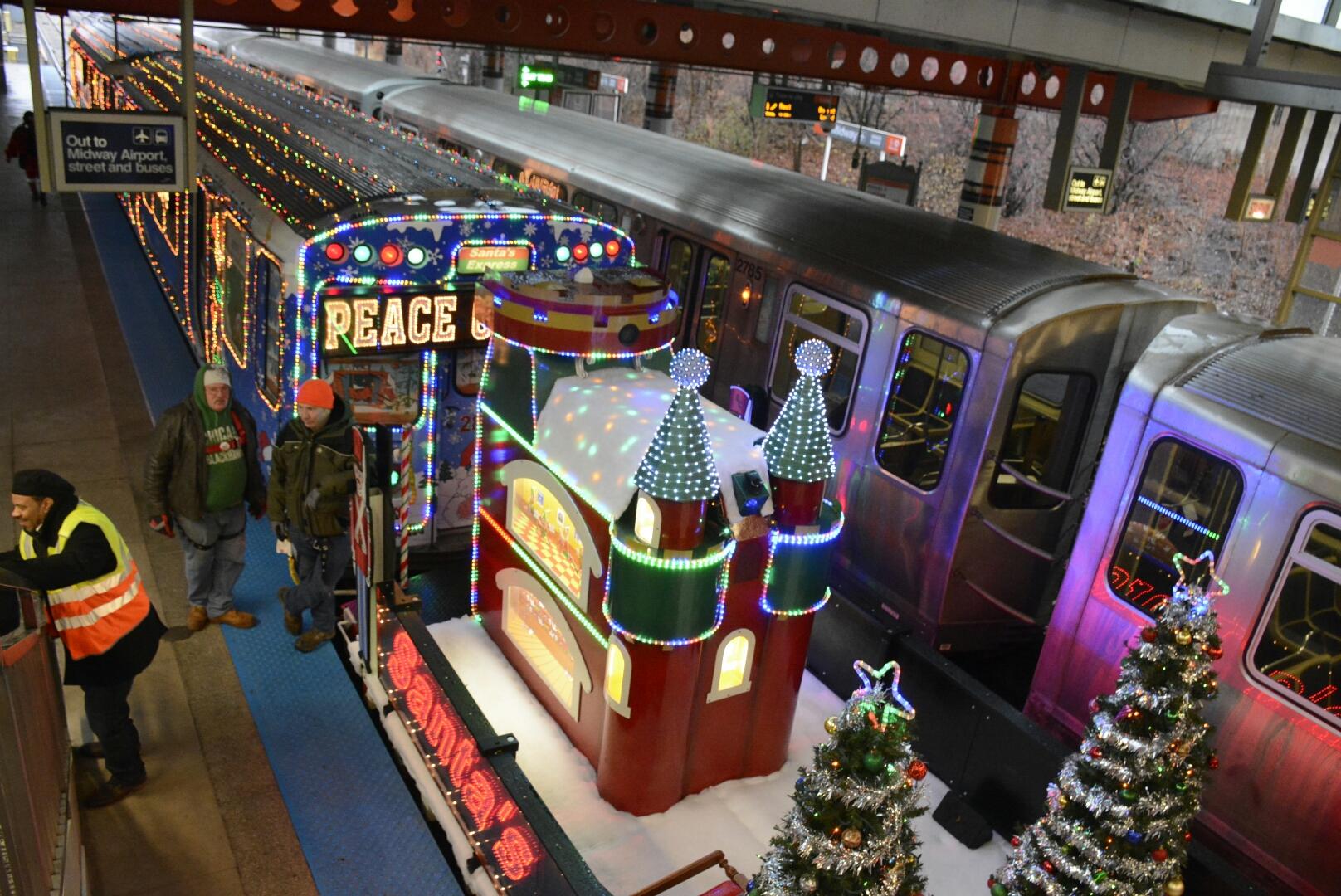 2016 11 25 1480109410 8640022 holidaytrainjpg - Christmas Train Chicago