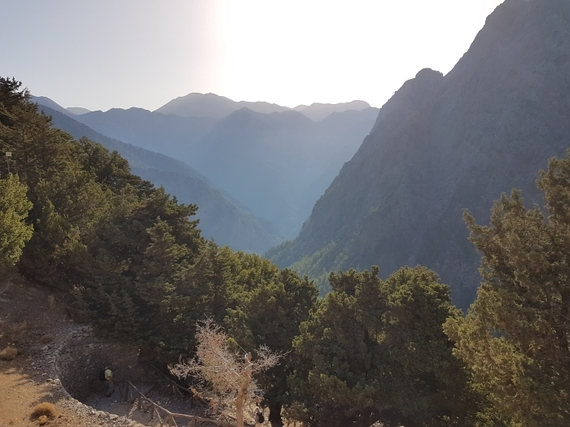 2016-11-28-1480344691-6748312-Hiking_Samaria_Gorge_Crete_2_View_at_start.jpg