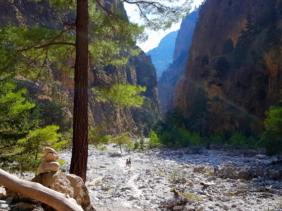 2016-11-28-1480344939-9558604-Hiking_Samaria_Gorge_Crete_8_view_couple_walking.jpg