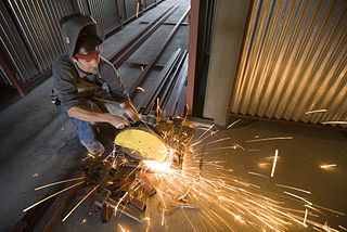 2016-11-29-1480389492-474650-320pxSteel_iron_construction_worker__8378.jpg