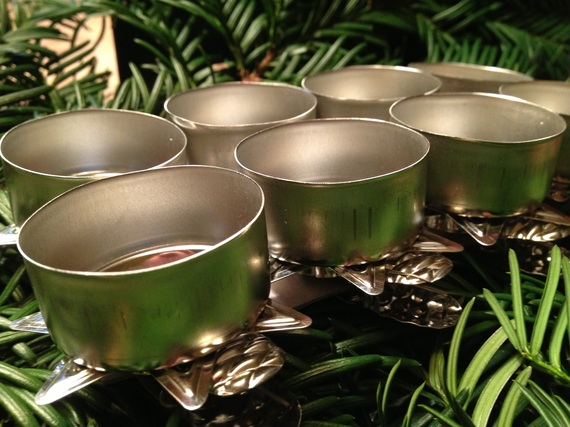 2016-11-30-1480540954-6984830-Christmas_Tree_Candle_Holder_for_Tealight_www.christmasgiftsfromgermany.jpg