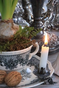 2016-12-01-1480635840-8373901-Christmas_Tree_Candle_Clip_in_Table_Decoration_sjaermerendeJul_www.christmasgiftsfromgermany.jpg