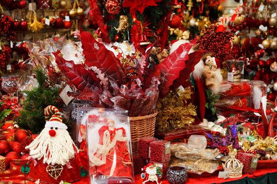 2016-12-05-1480936642-7080153-christmasshop.jpg