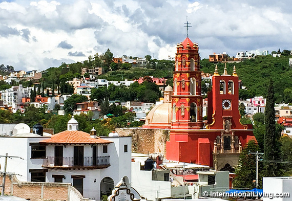 2016-12-12-1481576276-8823573-hpMarfilneighborhoodGuanajuatoMexico.jpg