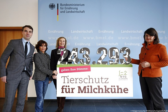 2016-12-15-1481796080-3635550-petitionmilchkuhverordnungbmelbergabeweb.jpg