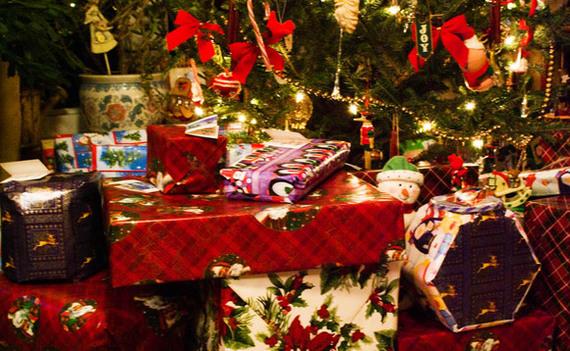2016-12-15-1481800237-5339950-christmasgiftspresents580x3581.jpg