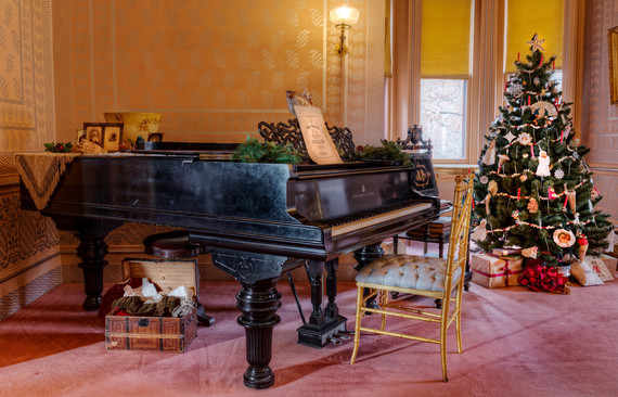 2016-12-18-1482081128-550535-Piano20and20treeX2.jpeg