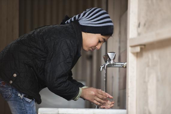 2017-01-12-1484237844-2977744-UNICEF_2017_Jan10_Damscus_Almidan_WaterTrucking_RamiNader_DSC_5157_CC.JPG