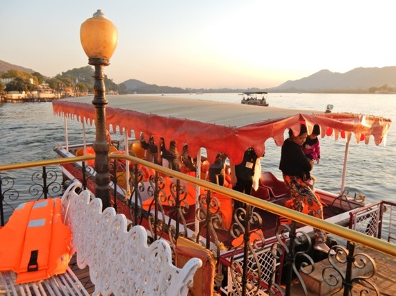 2017-01-13-1484310314-1228436-SunsetLakePicholaUdaipurIndia.jpg