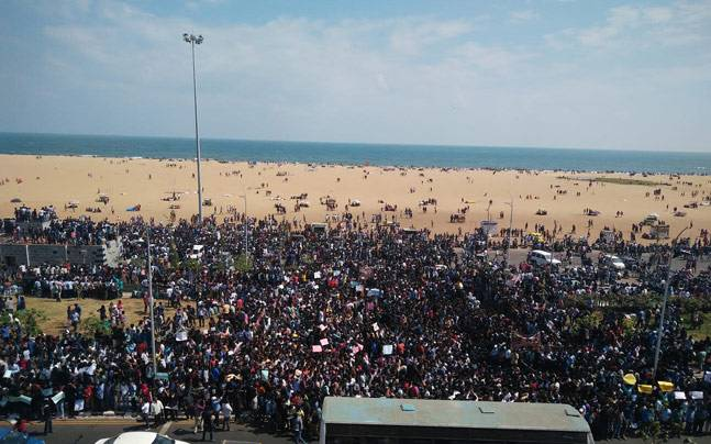 Over 3000 protest at Chennai's Marina beach supporting 'Jallikattu'