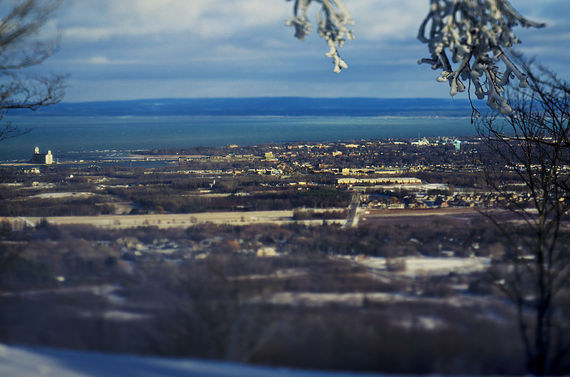2017-01-24-1485268965-5691932-1024pxView_of_Collingwood_Ontario_from_the_top_of_Blue_Mountain_Resort.jpg