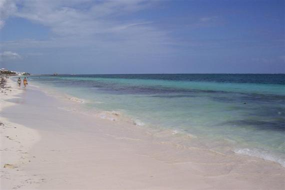 2017-01-25-1485308976-8154531-Puerto_Morelos_Beach_2007.jpg