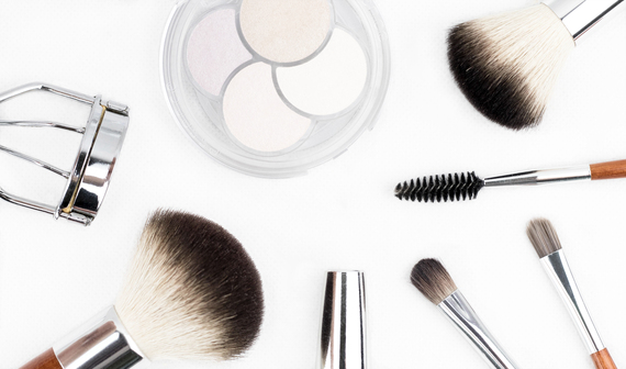 2017-02-02-1486026827-5749844-cosmetics.jpg