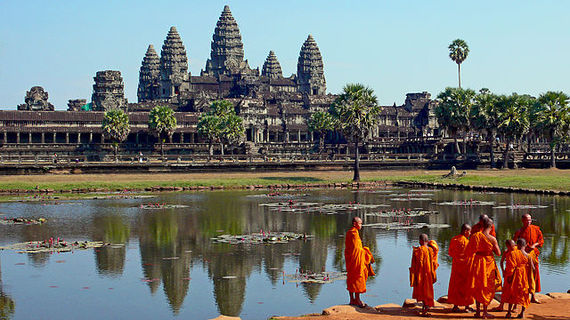 2017-02-21-1487721063-3950673-640pxBuddhist_monks_in_front_of_the_Angkor_Wat.jpg