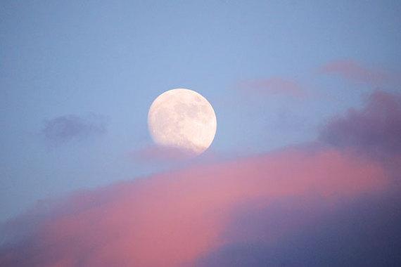 2017-03-02-1488485391-7897885-Moon.jpg