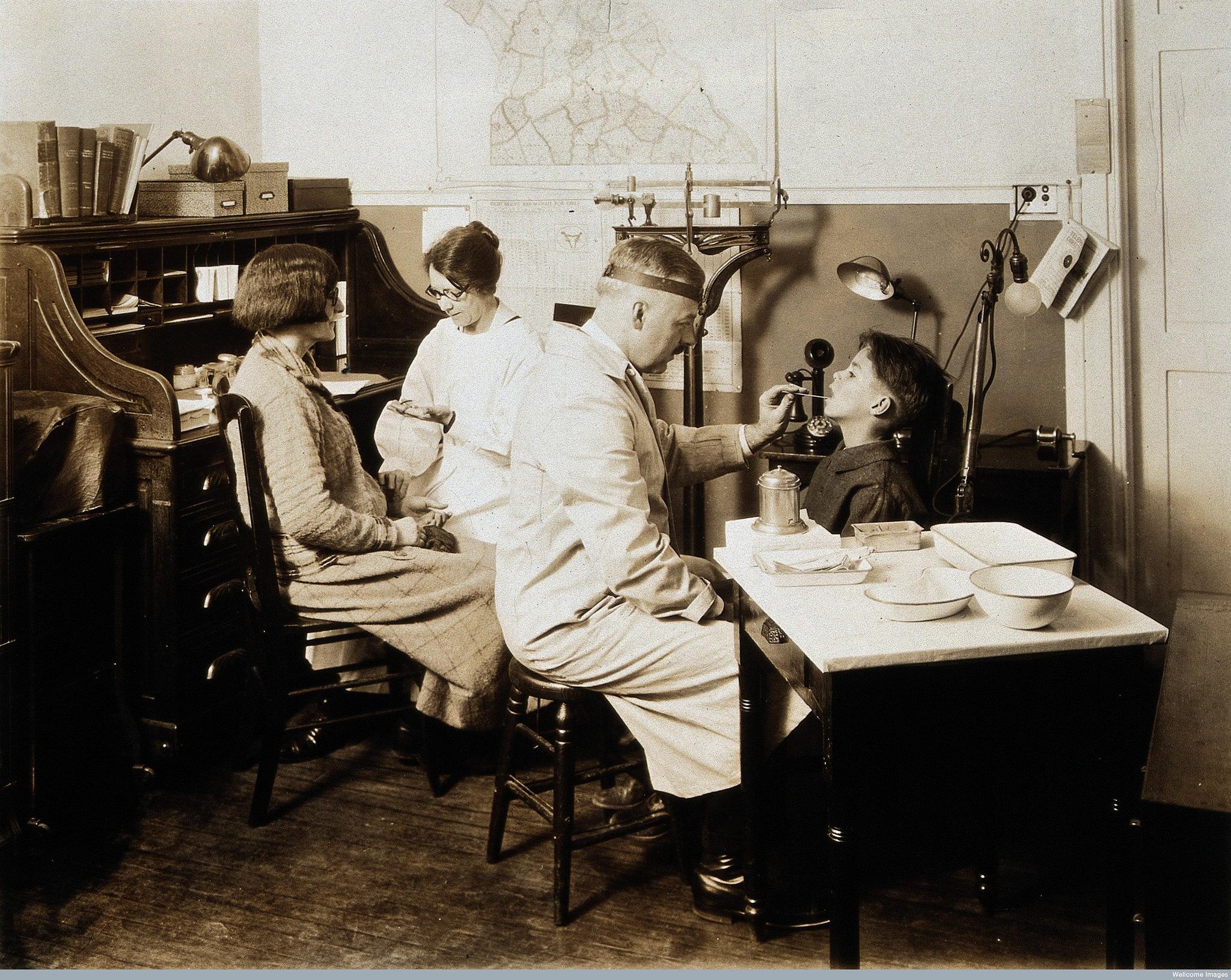 Untersuchung in einer Tuberkuloseklinik in den USA anfangs des 20. Jahrhunderts