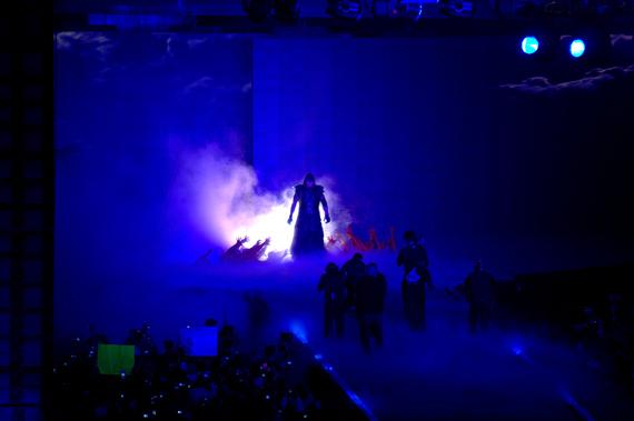 2017-04-05-1491393695-4884777-Undertaker_Wrestlemania_29.jpg