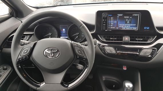 2017-04-26-1493251027-2646320-ToyotaCHR201714.jpg