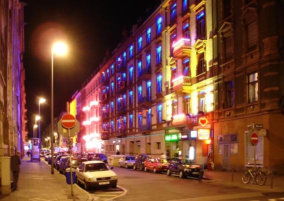 2017-05-09-1494335293-2073993-ArneHuckelheimRotlichviertel_Frankfurt_Main.jpeg