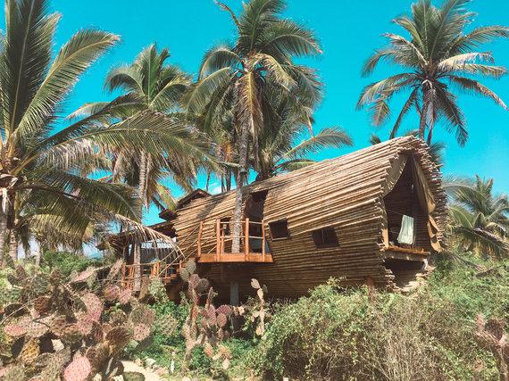 2017-05-09-1494340003-9450544-BeachfrontTreeHouseinMexicoPlayaViva.jpeg