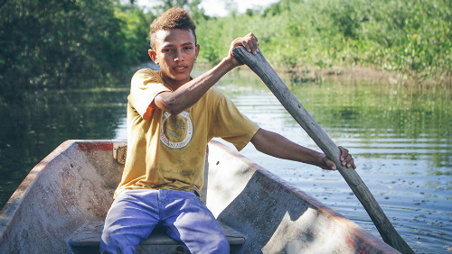 2017-05-18-1495131064-1746569-Ariel_seafood_diver_in_boat_Honduras.jpg