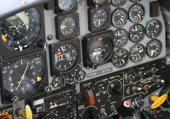 2017-05-19-1495188471-7338085-cockpitshutterstockid15051016.jpg